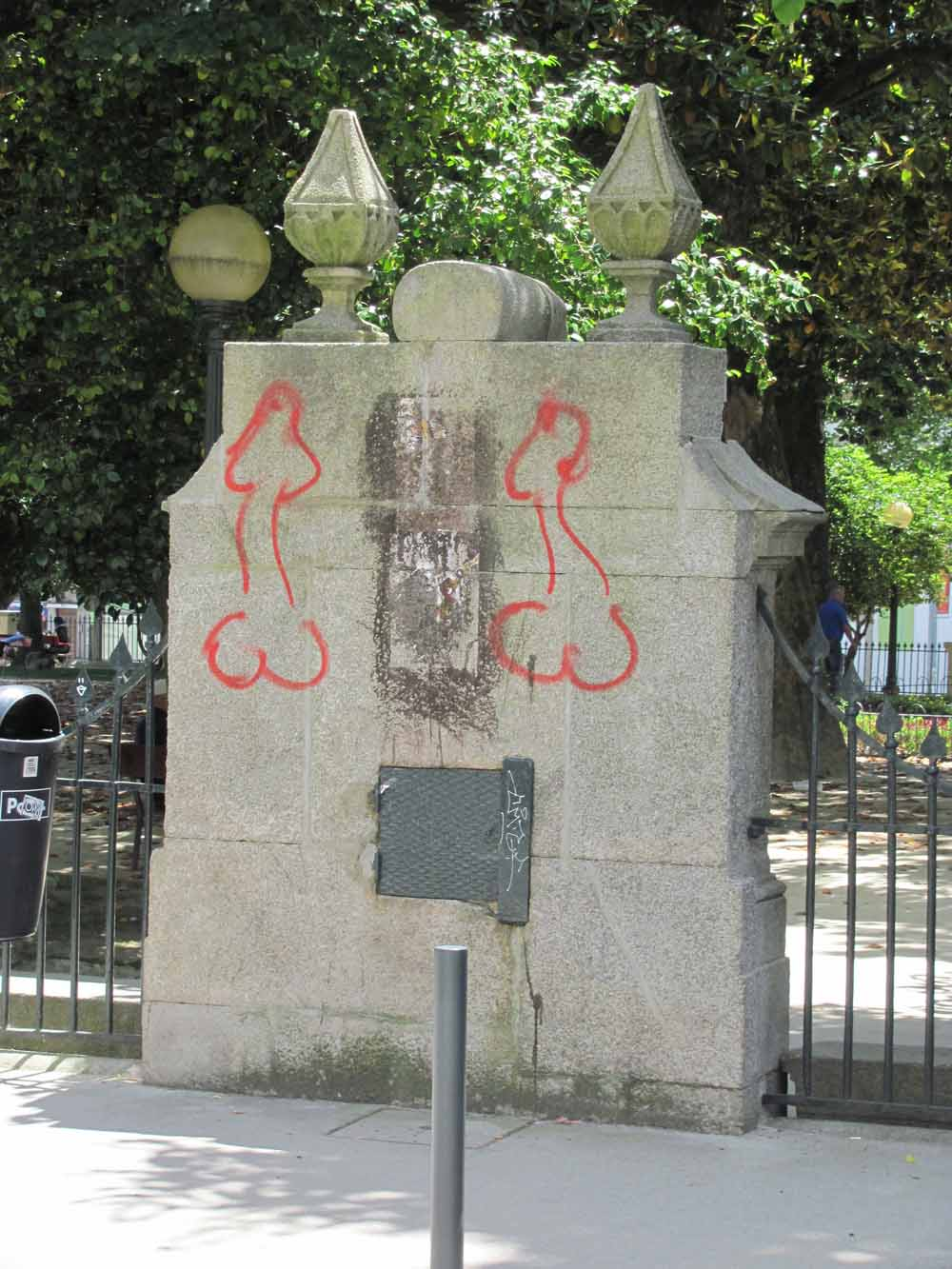 Street art from Porto25